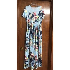 FLORAL MAXI DRESS W/ POCKETS!!!